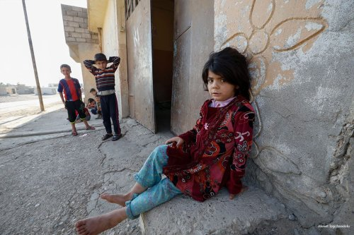 Iraqi children are seen in a town of Mosul after the village was retaken by Peshmerga forces from Daesh on October 31, 2016 [Ahmet Izgi/Anadolu]