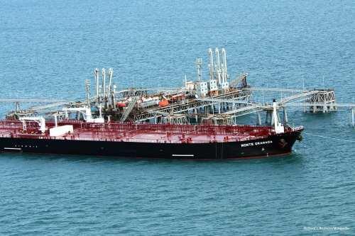 Image of US Navy oil tankers [Richard J. Brunson/Wikipedia]