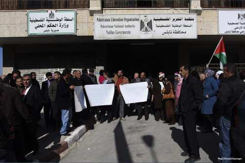Palestinian and foreign peace activists hold placards during a gathering to mark the International Day of Solidarity with the Palestinian People, on November 29 2011 [Wagdi Eshtayah/Apaimages]
