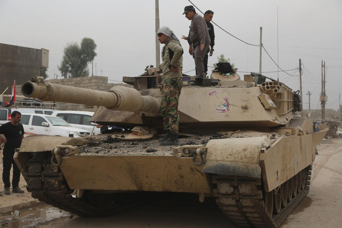Iraqi forces patrol the streets as the operation to liberate Mosul from Daesh terrorists continue [Hemn Baban - Anadolu Agency]
