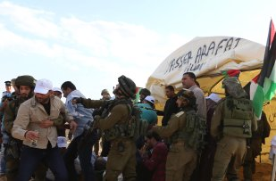 Image of Israeli security forces violently arresting Palestinian protesters at the symbolic region named 'Yasser Arafat Village' in Al-Agvar region of Jericho, West Bank on November 17, 2016. ( Issam Rimawi - Anadolu Agency )
