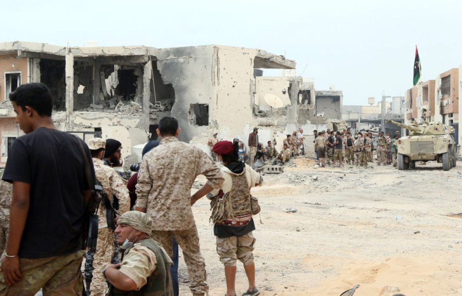 Forces linked to Government of National Accord (GNA) attack Daesh positions during the operation ''Al Bunyan Al Marsous'' at the city of Sirte, Libya on November 21 2016 [Hazem Turkia/Anadolu Agency]