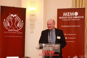 Chair of the Medical Aid for Palestinians Alan Waddams [left] presents an award to Prof Yasir Suleiman at the Palestine Book Awards 2016 [Middle East Monitor]
