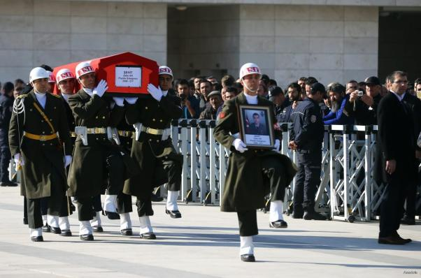 Soldiers carry the coffin of Lieutenant Zafer Er at Ahmet, killed by a Syrian regime air strike, during the funeral ceremony at Hamdi Akseki Mosque in Ankara, Turkey on November 25, 2016 [Okan Özer / Anadolu Agency]