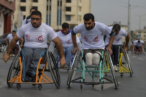 Palestinians who have been wounded during Israeli attacks, compete during the wheelchair marathon organised by Al-Selame association, in Gaza City, Gaza on November 29, 2016 [Mustafa Hassona / Anadolu Agency]