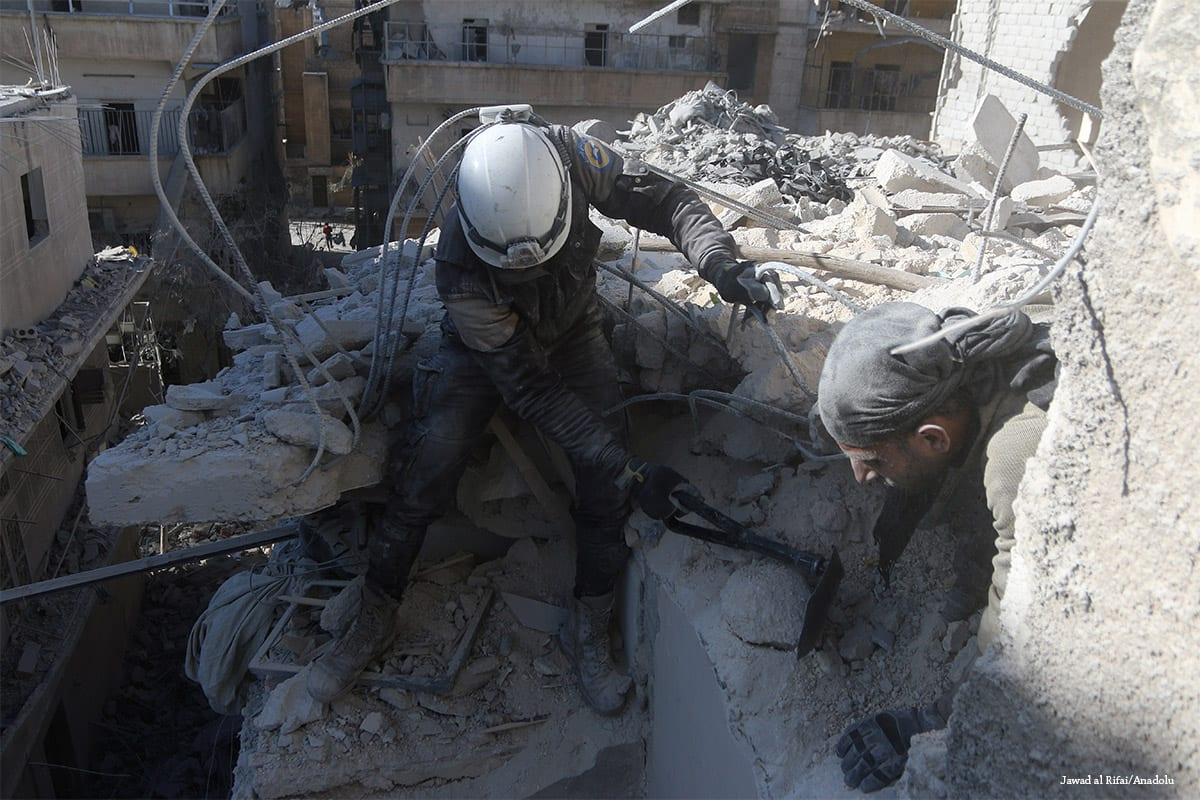Civil defence members carry out search and rescue operation after the Syrian Army carried out airstrike in Aleppo, Syria on 22 November 2016 [Jawad al Rifai/Anadolu]