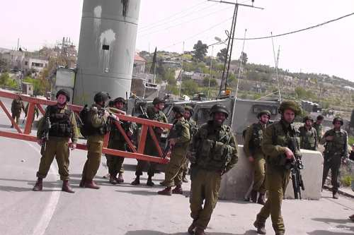 Israeli occupation forces at checkpoint in Israel [alkhaleejonline]