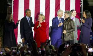 PHILADELPHIA, UNITED STATES: US Democratic presidential candidate Hillary Clinton (2nd L), her husband former US president Bill Clinton (C), US President Barack Obama (L), and singer Jon Bon Jovi (2nd R) participate Hillary Clinton's final 2016 US presidential campaign in Philadelphia, Pennsylvania, 7 November 2016. [Selçuk Acar/Anadolu Agency]