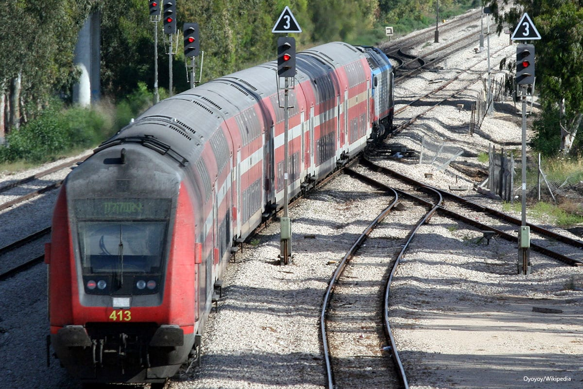 Israel Railways train 277 Benyamina-Ashqelon on 14 May 2012 [Oyoyoy/Wikipedia]