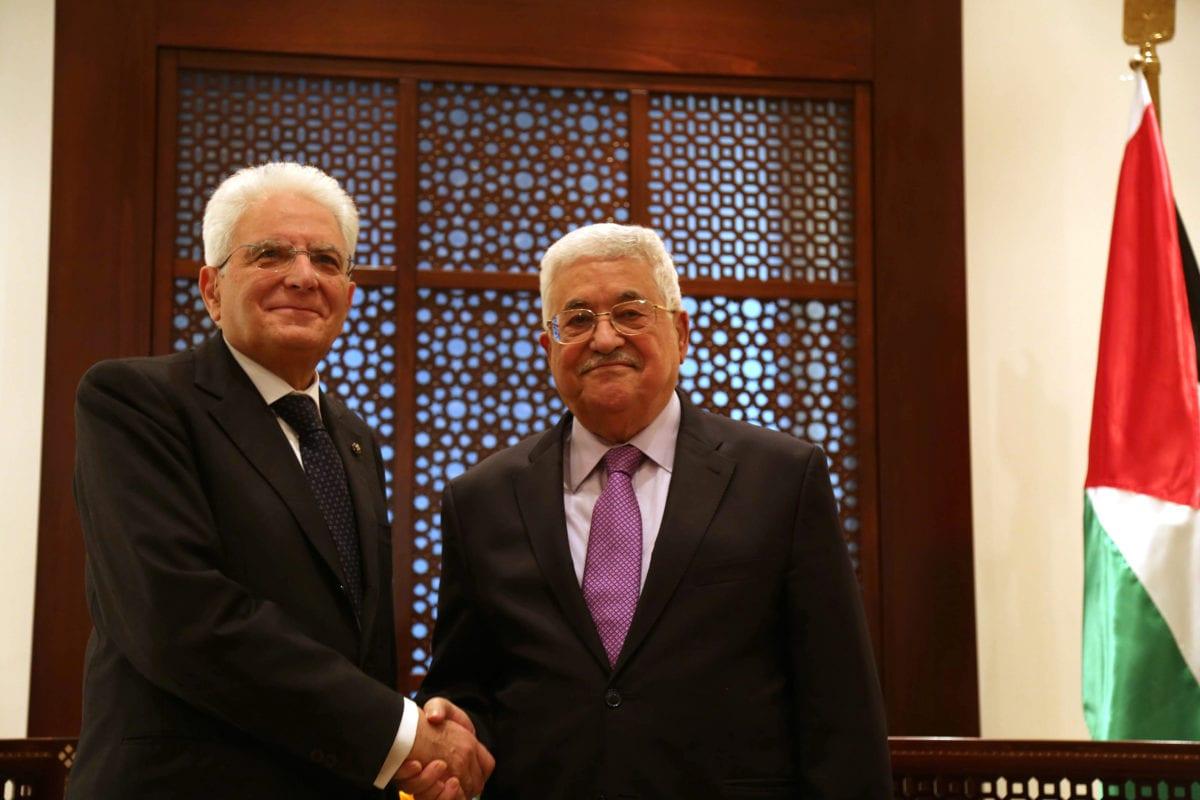 Italian President Sergio Mattarella (L) meets Palestinian President Mahmoud Abbas (R) in Bethlehem, West Bank on 1 November 2016. [Issam Rimawi/Anadolu Agency]