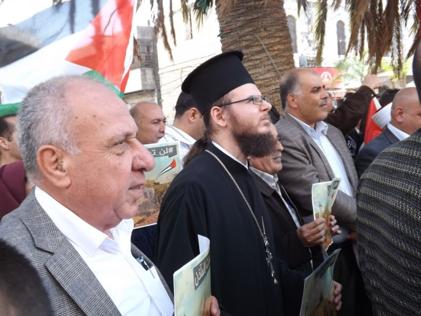 Nablus residents recite the Islamic call to prayer in protest of the Israeli law which banned the call in Jerusalem on November 2016 [safa.ps]