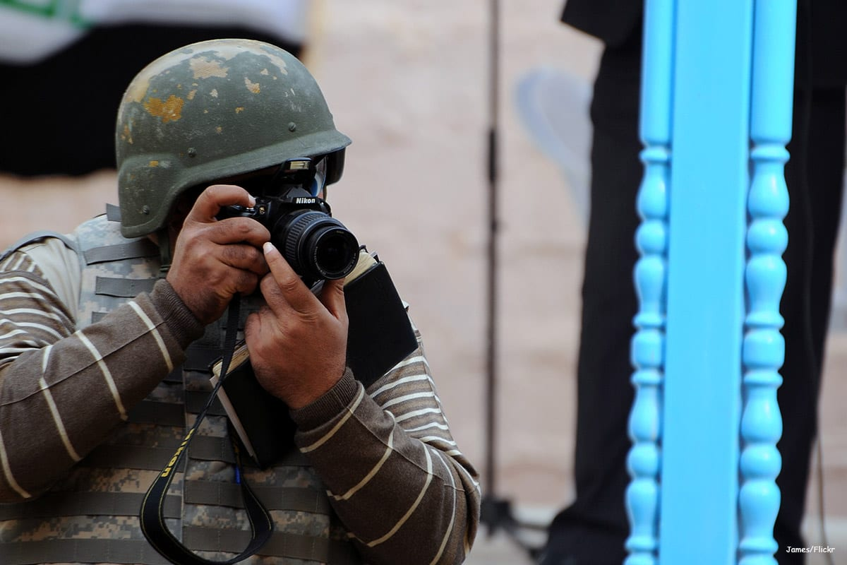 Image of an Iraqi journalist taking a photograph [James/Flickr]