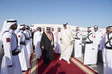 DOHA, QATAR - DECEMBER 5: King of Saudi Arabia Salman bin Abdulaziz (L) is welcomed by Emir of Qatar Sheikh Tamim bin Hamad Al Thani (R) at Hamad International Airport in Doha, Qatar on December 5, 2016. ( Bandar Algaloud/ Saudi Kingdom/ Handout - Anadolu Agency )