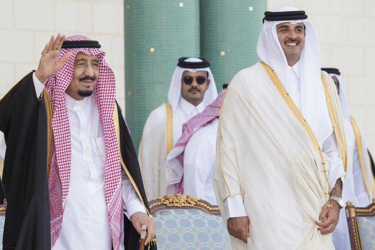 King of Saudi Arabia Salman bin Abdulaziz (L) is welcomed with an official ceremony by Emir of Qatar Sheikh Tamim bin Hamad Al Thani (R) at Royal Palace in Doha, Qatar on 5 December 2016. [Bandar Algaloud/ Saudi Kingdom/ Handout]