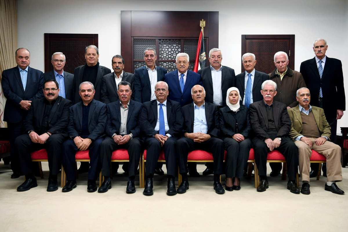Palestinian President Mahmoud Abbas pose with Fatah congress in Ramallah, West Bank on December 5, 2016 [Palestinian Presidency/ Handout /Anadolu Agency]