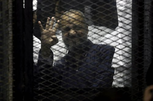 One of the senior political figures of the Muslim Brotherhood Mohamed Beltagy is seen behind the cage during the trial over the breaking up the Rabaa Al-Adawiyyah protests, at the police academy in Cairo, Egypt on December 10, 2016 [Moustafa Elshemy / Anadolu Agency]