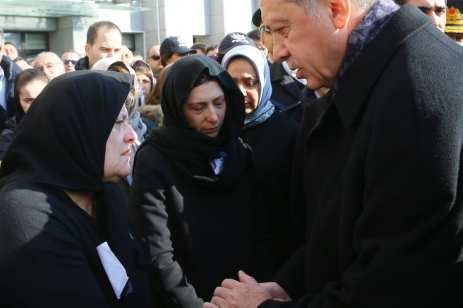Turkish President Recep Tayyip Erdogan talks with the relatives of the casualties of Istanbul terror attack during a funeral ceremony at Istanbul Police Department headquarters in Istanbul, Turkey on December 11, 2016 [Kayhan Özer / Anadolu Agency]