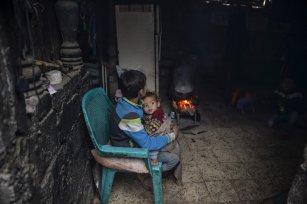 Palestinian children are seen in makeshift homes which are difficult to live in due to the cold weather on December 14 2016 [ Mustafa Hassona /Anadolu Agency ]