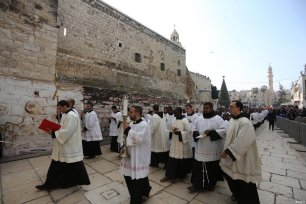Priests are seen near the Church of the Nativity ahead of the Christmas in Bethlehem, West Bank on December 24, 2016 [Issam Rimawi / Anadolu Agency]