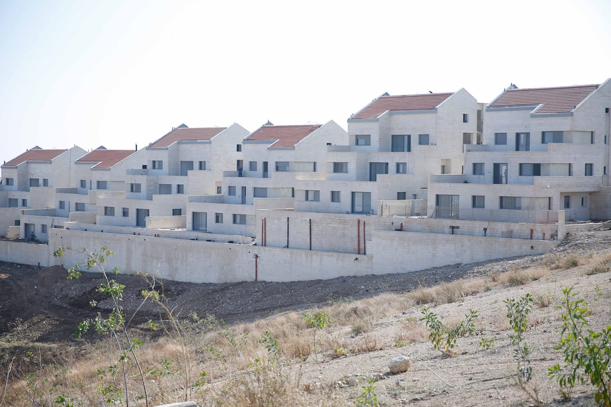 The illegal Ramat Shlomo settlement, located on Palestinian lands in East Jerusalem, seen on December 29, 2016 [Daniel Bar On / Anadolu Agency]