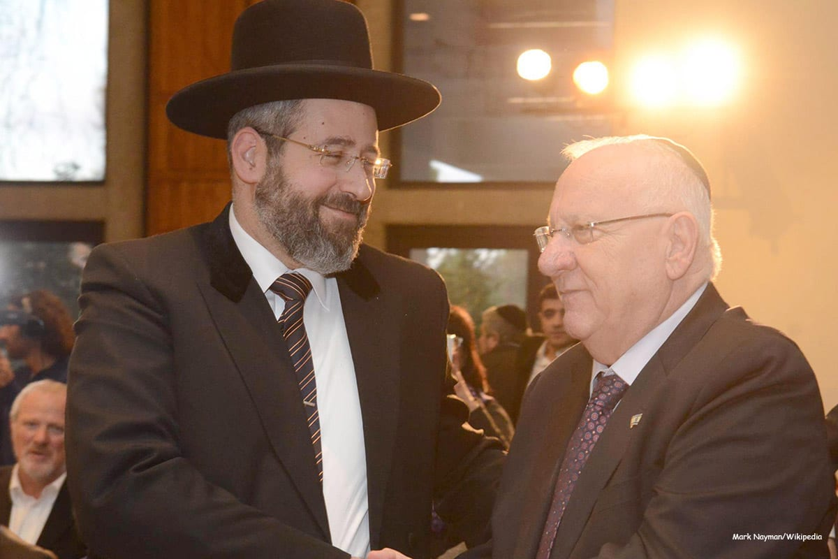 Image of the Chief Rabbi in Israel, David Lau (L) [Mark Nayman/Wikipedia]