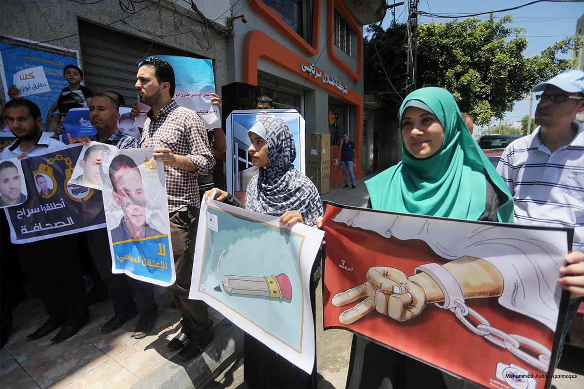 Palestinian journalists take part in a protest demanding the release of journalists in Israeli jails on 21st June 2016 [Mohammed Asad/Apaimages]