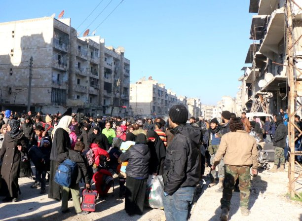 Image of civilians attempting to flee from Aleppo on 15 December 2016 [Mamun Ebu Ömer/Anadolu Agency]
