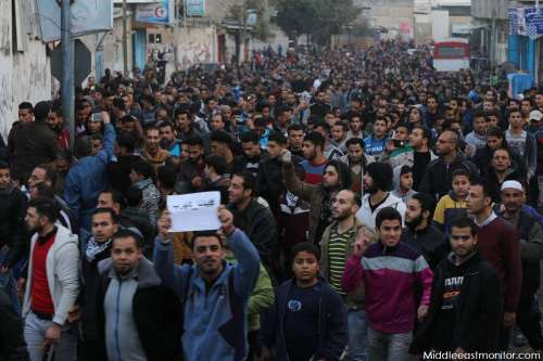 Images show Gazans protesting against the lack of electricity in the Gaza Strip. Images by MEMO photographer on the ground, Mohammad Asad.