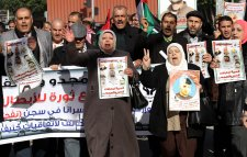 NABLUS, WEST BANK - JANUARY 5: A group of people stage a protest in solidarity with the Palestinian prisoners, held in Israeli jails in Nablus, West Bank on January 5, 2017. ( Nedal Eshtayah - Anadolu Agency )
