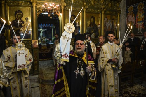 Archbishop Alexios leads a Christmas mass at the Greek-Orthodox Saint Porfirios church in Gaza City on January 7, 2017 [Mustafa Hassona / Anadolu Agency]