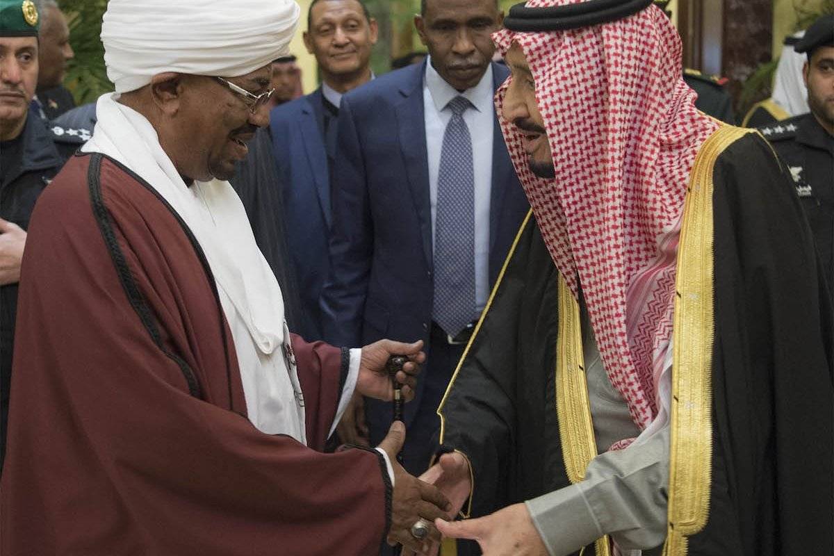 President of Sudan Omar Al Bashir (L) shakes hands with Saudi Arabia's King Salman bin Abdulaziz Al Saud (R) at Palace of Yamamah in Riyadh, Saudi Arabia on 23 January 2017. [Bandar Algaloud / Saudi Royal Council / Handout - Anadolu Agency]