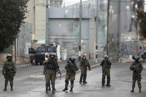 Israeli security forces intervene a Palestinian demonstration demanding Israel return the Palestinian bodies killed by Israeli forces, in Bethlehem, West Bank on January 26, 2017 (İssam Rimawi - Anadolu Agency )