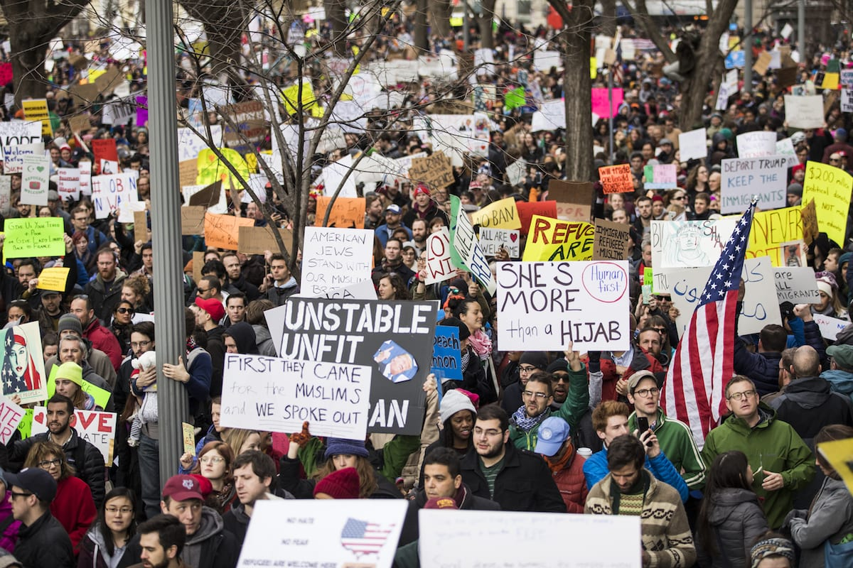 Thousands of people gather in front of the White House to protest President Trumps ban on people from seven Muslim majority countries entering the US in Washington, USA on January 29, 2017 [Samuel Corum - Anadolu Agency]