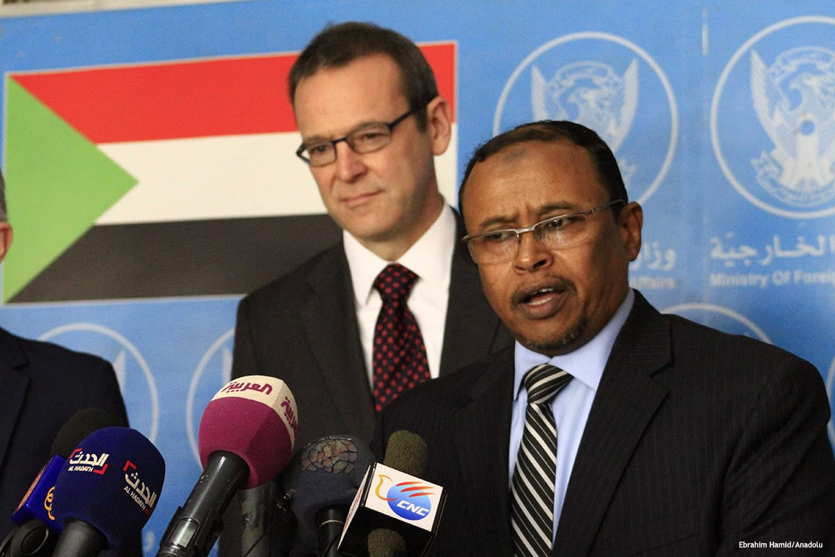 Image of Abdul Ghani Al-Naim (R) and Simon McDonald during the joint press conference after an inter-delegations meeting in Khartoum, Sudan on January 10 2017 [Ebrahim Hamid/Anadolu]