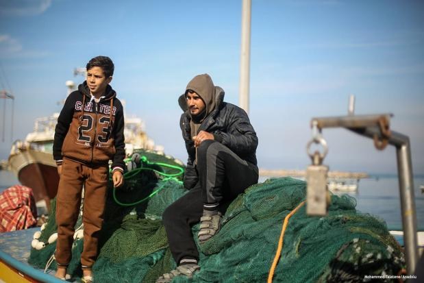 Gazaian fishermen decided not to go fishing for two days in solidarity to their missing colleagues after an assault by Israeli navy [Mohammed Talatene/Anadolu]