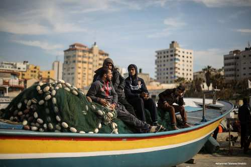 Gazaian fishermen decided not to go fishing for two days in solidarity to their missing colleague after an assault by Israeli navy [Mohammed Talatene/Anadolu]