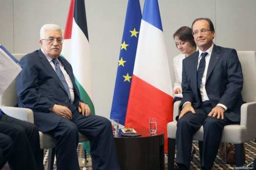 Palestinian President Mahmoud Abbas meets with French President Holland [Thaer Ganaim/Apaimages]