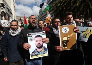 NABLUS, WEST BANK - FEBRUARY 6: Protesters shout slogans during a demonstration demanding the release of the Palestinians, held in Israeli prisons, in Nablus, West Bank on February 6, 2017. ( Nedal Eshtayah - Anadolu Agency )