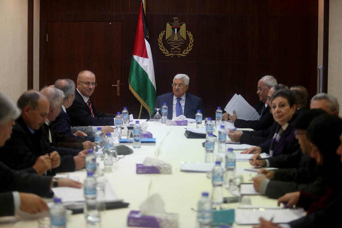 Palestinian President Mahmoud Abbas (C), Palestinian Prime Minister Rami Hamdallah (5th L) and Palestinian chief negotiator, Saab Erikat (5th R) meet with the executive board members of Palestine Liberation Organization (PLO) in Ramallah, West Bank on February 13 2017 ( Issam Rimawi /Anadolu Agency )