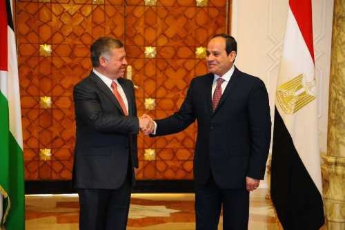 King Abdullah II (L) of Jordan and Egyptian President Abdel Fattah el-Sisi (R) shake hands during their meeting at Ittihadiya Presidential Palace in Cairo, Egypt on 21 February, 2017 [Egyptian Presidency/Anadolu Agency]