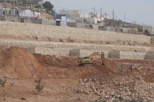 Image of the the illegal expanding construction work in West Bank on 22 February 2017 [ Issam Rimawi - Anadolu Agency]