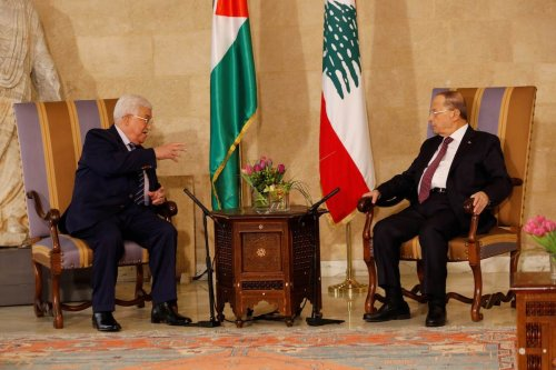 Palestinian President Mahmoud Abbas (L) meets President of Lebanon Michel Aoun (R) at the Presidential Palace in Beirut, Lebanon on 23 February 2017 [Ratib Al Safadi/Anadolu Agency]