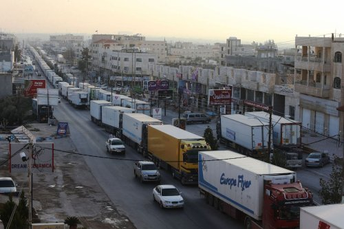 Hundreds of truck drivers stage a convoy protest in Jordan on February 23, 2017 [Salah Malkawi/Anadolu Agency]