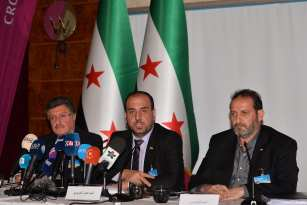(From L to R) Spokesman for the High Negotiations Committee (HNC) Salim al-Muslat, Head of opposition committee Nasr Hariri and Homs Front Commander Fatih Hassoun hold a press conference at the fourth round of the intra-Syrian talks, marking the first time the Syrian regime and opposition delegations have returned to negotiations in Geneva on February 25, 2017 [ Mustafa Yalçın / Anadolu Agency]