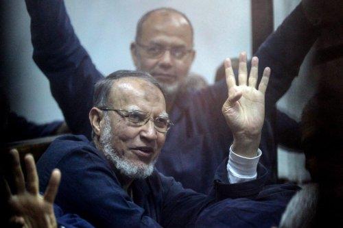 Prominent Muslim Brotherhood leader, Essam El-Erian waves his hand during court in Cairo, Egypt on 26 February 2017 [Moustafa El Shemy/Anadolu Agency]