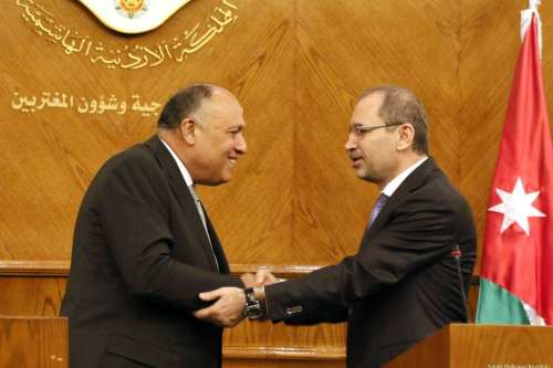 Foreign Minister of Egypt Sameh Shoukry (L) and Jordanian Foreign Minister Ayman Al Safadi (R) hold a press conference after their meeting in Amman, Jordan on 8 February 2017 [Salah Malkawi/Anadolu]