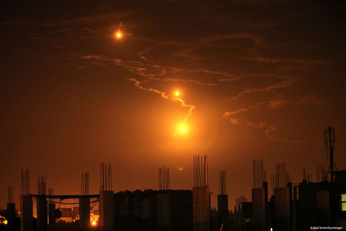 Israeli forces fire into the sky over the border in Gaza City on 7th February 2017 [Ashraf Amra/Apaimages]