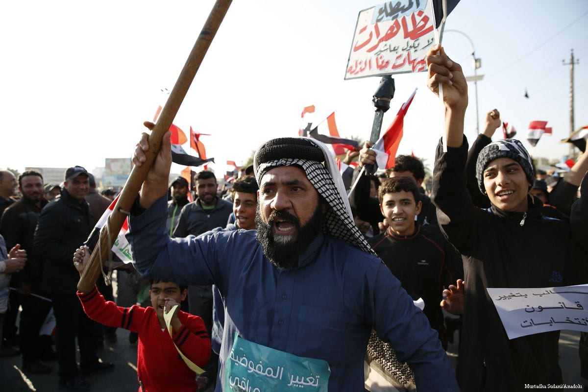 Supporters of Shiite cleric Moqtada Al-Sadr stage a protest in Baghdad, Iraq on 8 February 2017 [Murtadha Sudani - Anadolu Agency