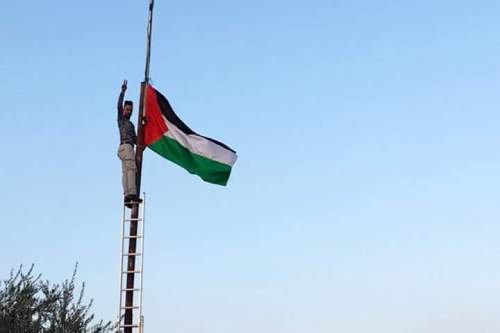 Protesters raised the Palestinian flag in occupied Hebron