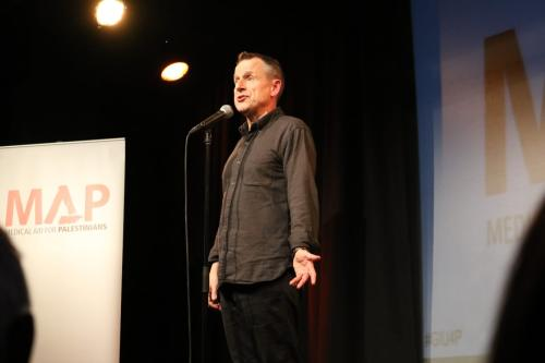 Jeremy Hardy on stage during the Give It Up to Palestine event in London on 20 February, 2017 [Jehan Alfara/Middle East Monitor]